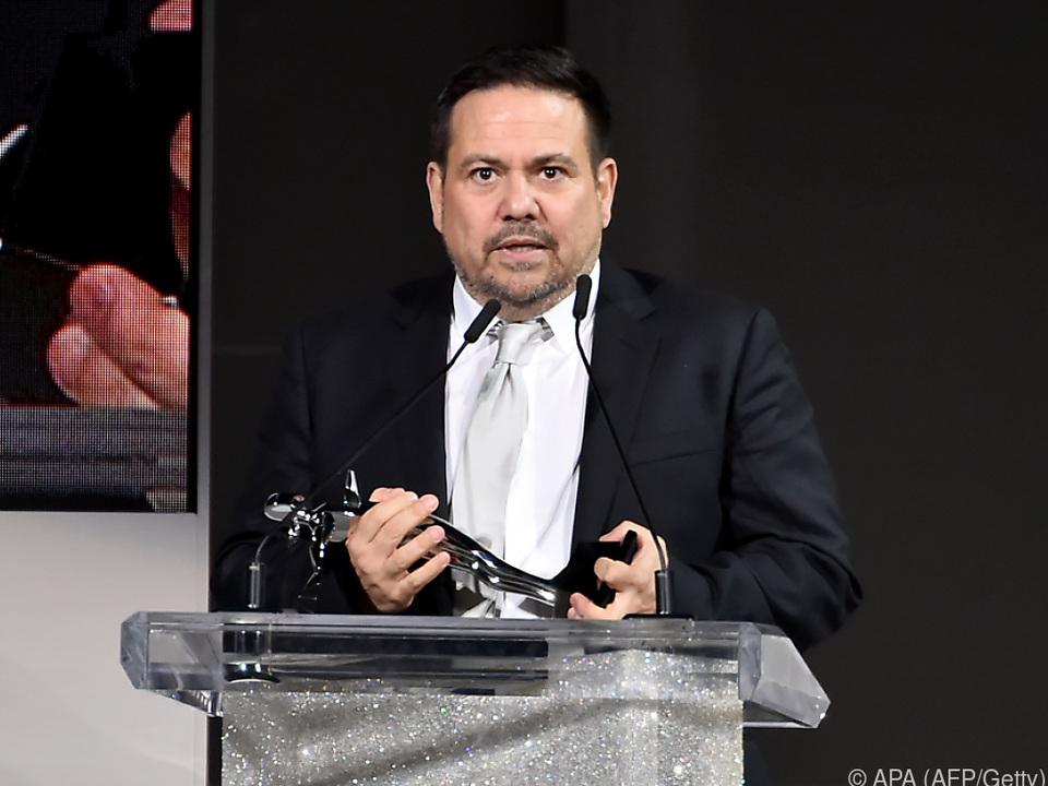 Narciso Rodriguez mit seiner Trophäe
