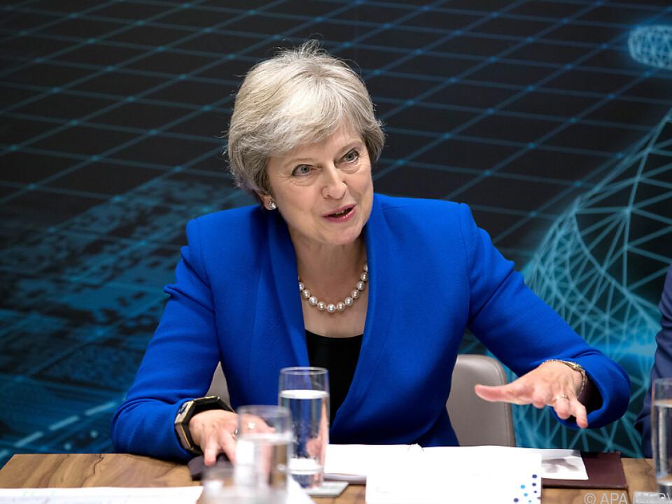 Premierministerin ist mit harter Kritik konfrontiert