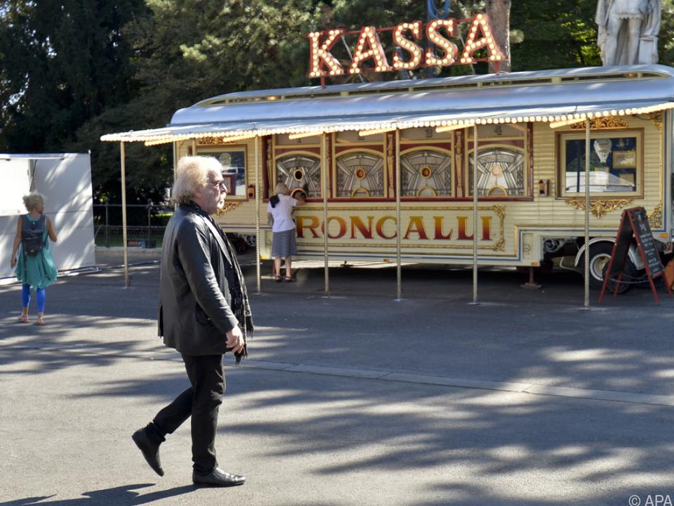 Roncalli-Direktor Bernhard Paul ist ein \