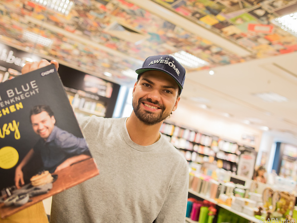 Schauspieler Ochsenknecht stellt Kochbuch vor