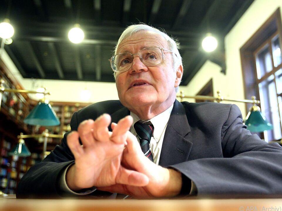 Schmidt-Dengler starb am 4. Jänner 2008