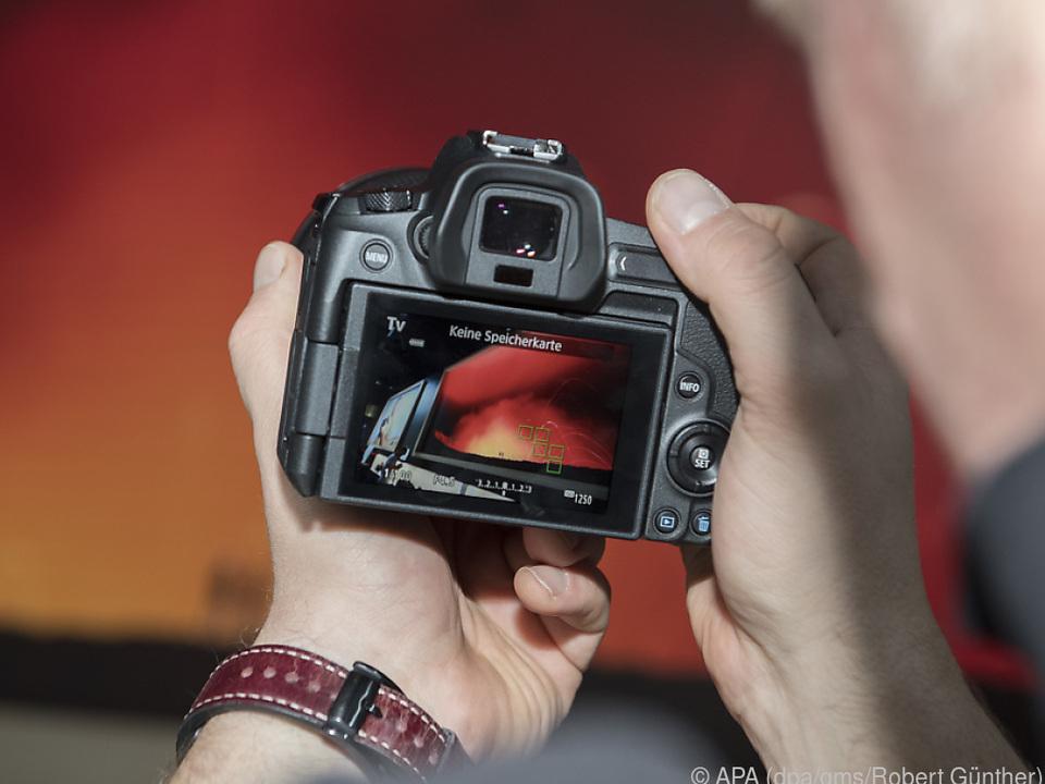 Die Canon EOS R ist primär auf Touchscreen-Bedienung ausgelegt