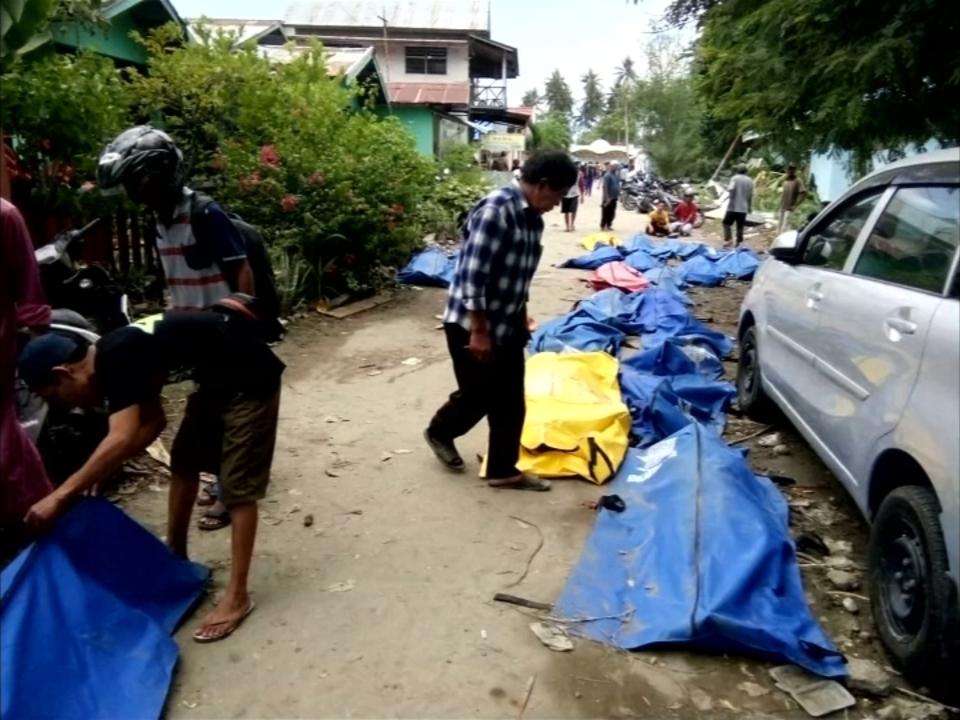 Über 380 Tote nach Erdbeben und Tsunami in Indonesien