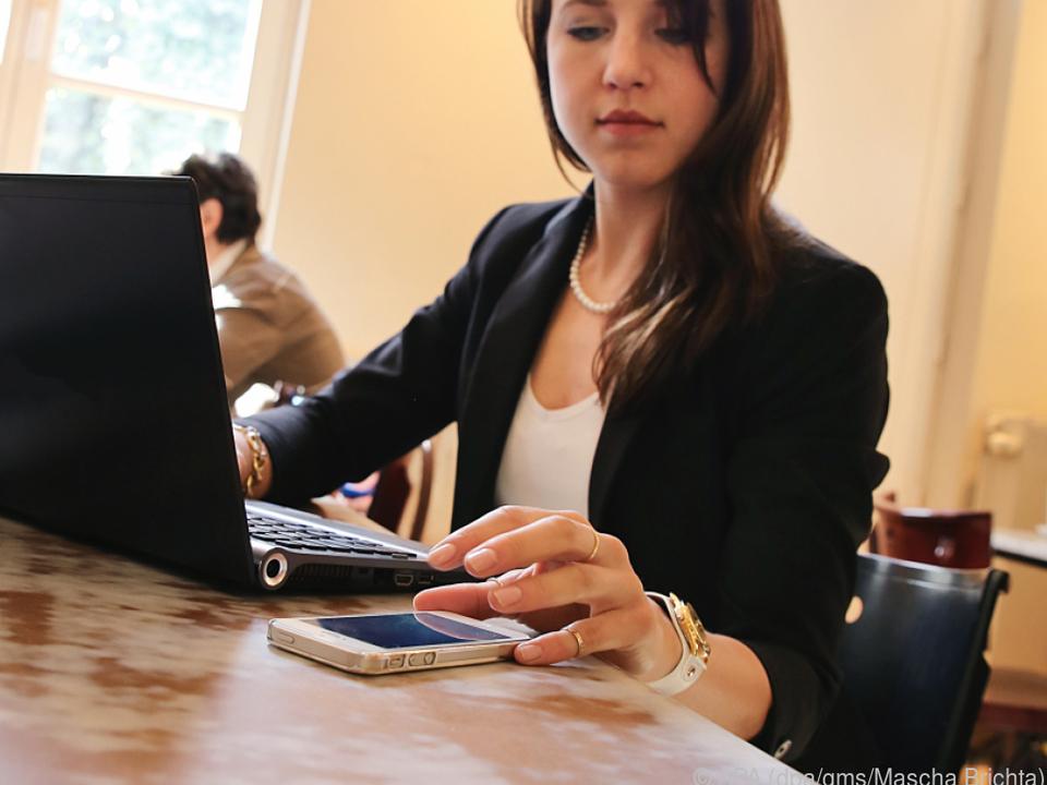 Unterwegs kann ein ausrangiertes Smartphone als WLAN-Hotspot dienen