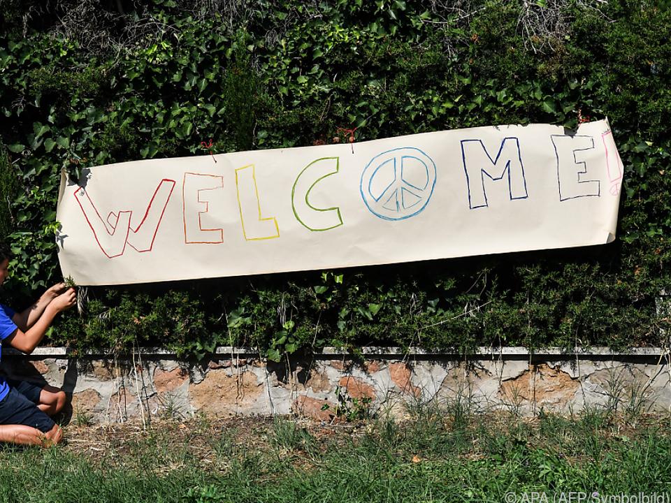Viele heißen die Flüchtlinge auch willkommen