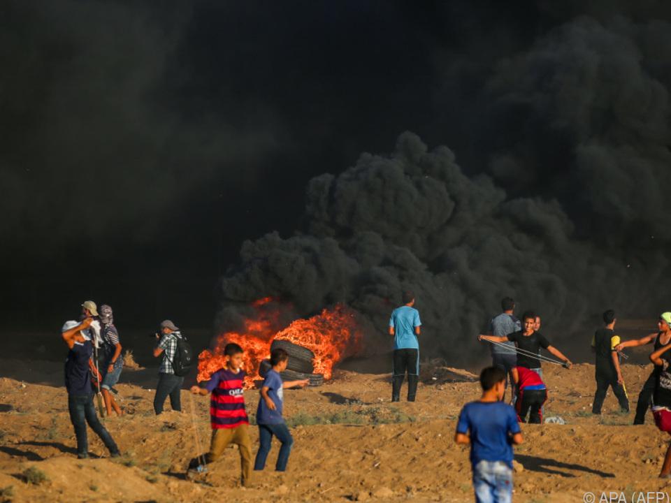 Zudem wurden Hunderte Menschen bei Unruhen verletzt