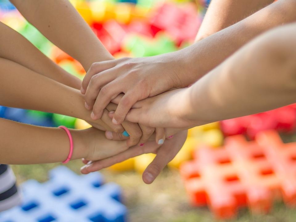 Hände Kinder Spiel Gemeinschaft Zusammenhalt Jugendarbeit