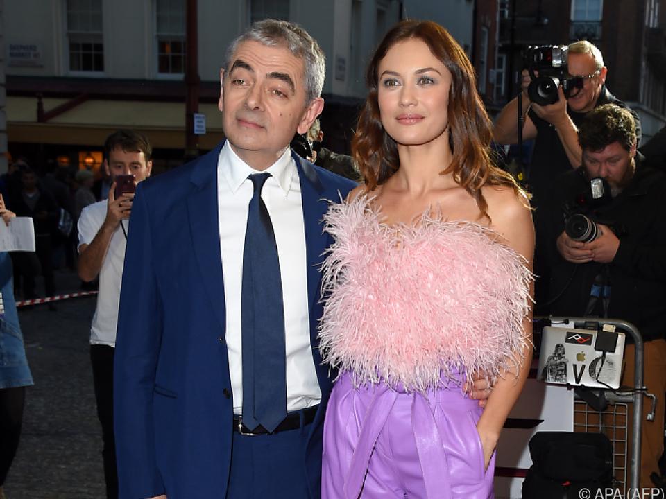Rowan Atkinson mit Co-Star Olga Kurylenko