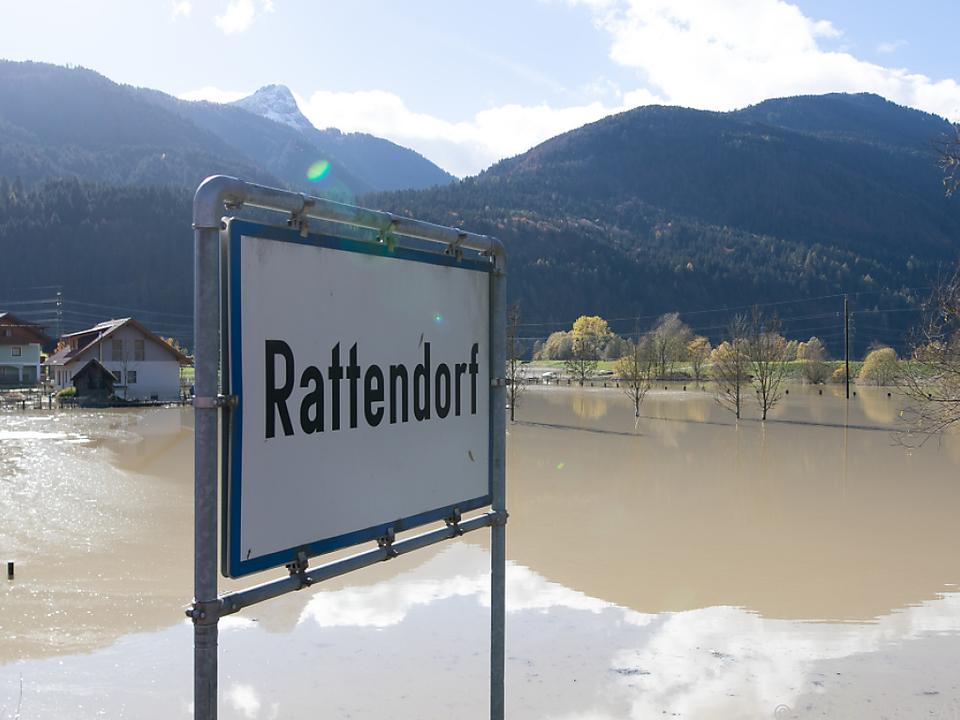 Aufräumarbeiten in Rattendorf