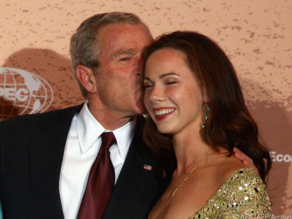 Barbara Bush (r.) und ihr Vater George W.