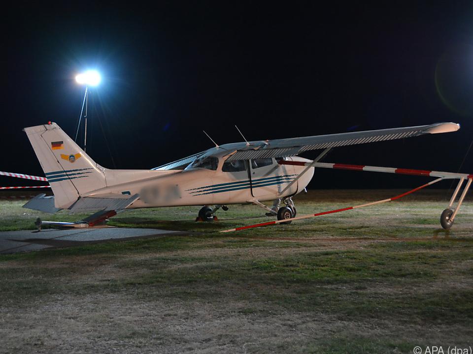 Das Flugzeug war über die Landepiste hinausgeschossen