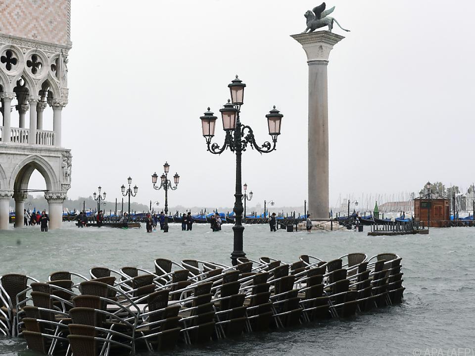 Der Markusplatz in Venedig stand am Montag unter Wasser