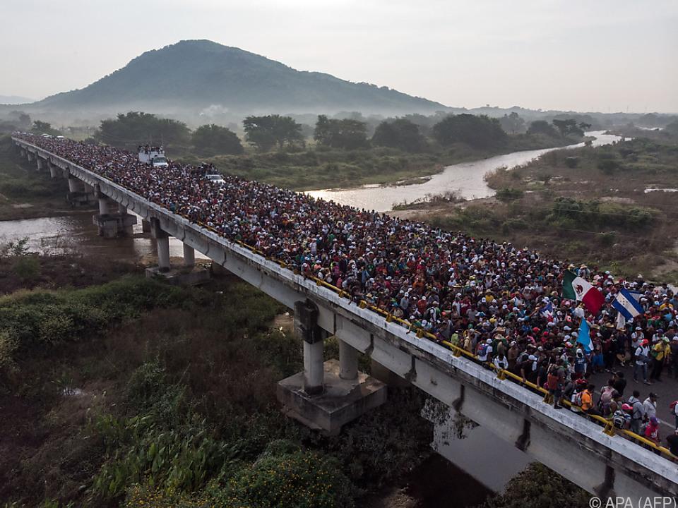 Derzeit marschieren Tausende Menschen in Richtung USA
