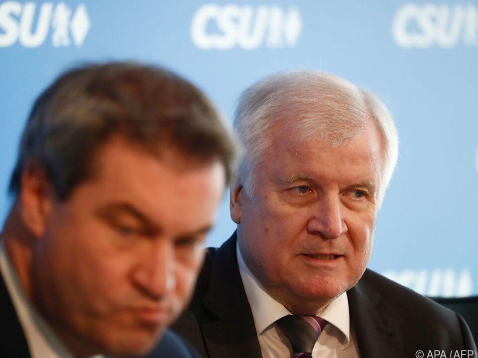 Die CSU verschiebt mögliche Konsequenzen ihrer Wahlniederlage
