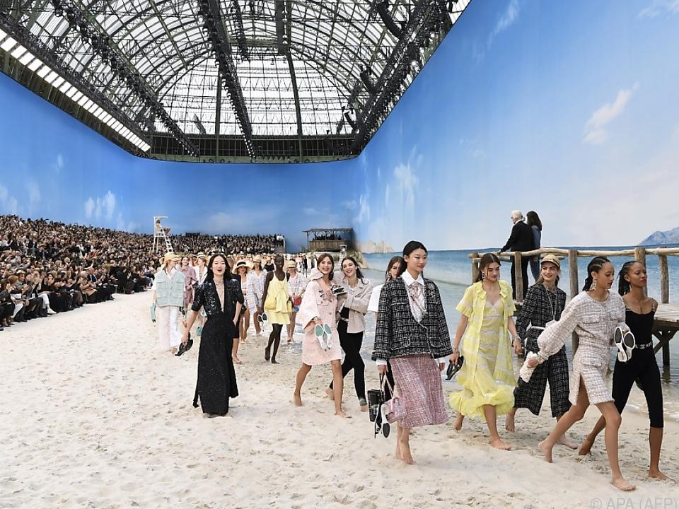 Die Models spazierten bei der Chanel-Show barfuß am Strand