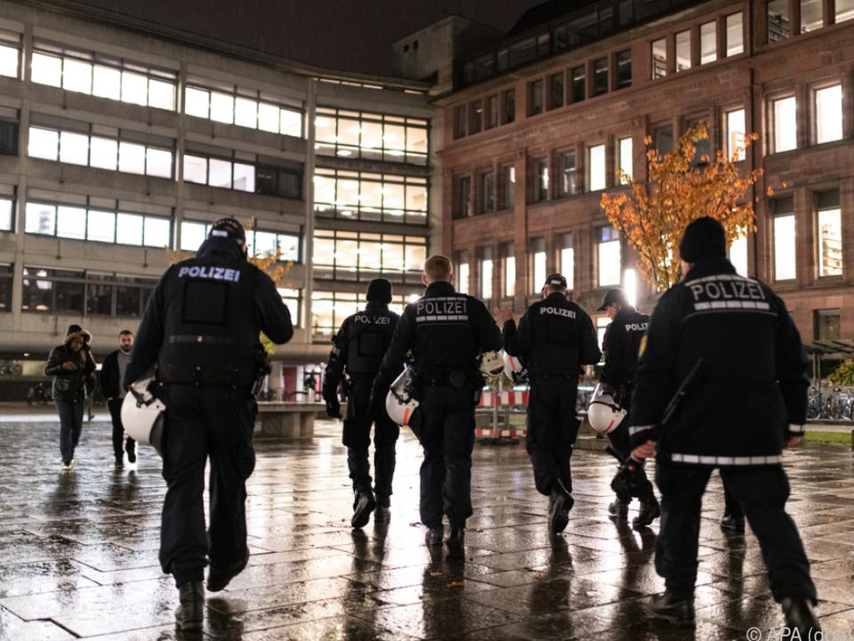 Die Polizei hielt die beiden Demonstrationen auseinander