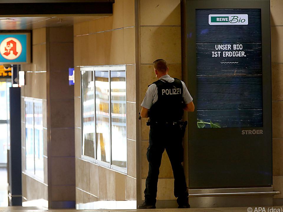 Die Polizei sperrte das Gebiet um den Bahnhof großräumig ab