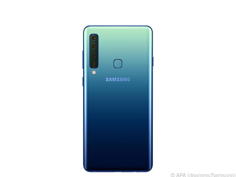 Die vier Linsen auf der Rückseite des Galaxy A9 fallen deutlich auf