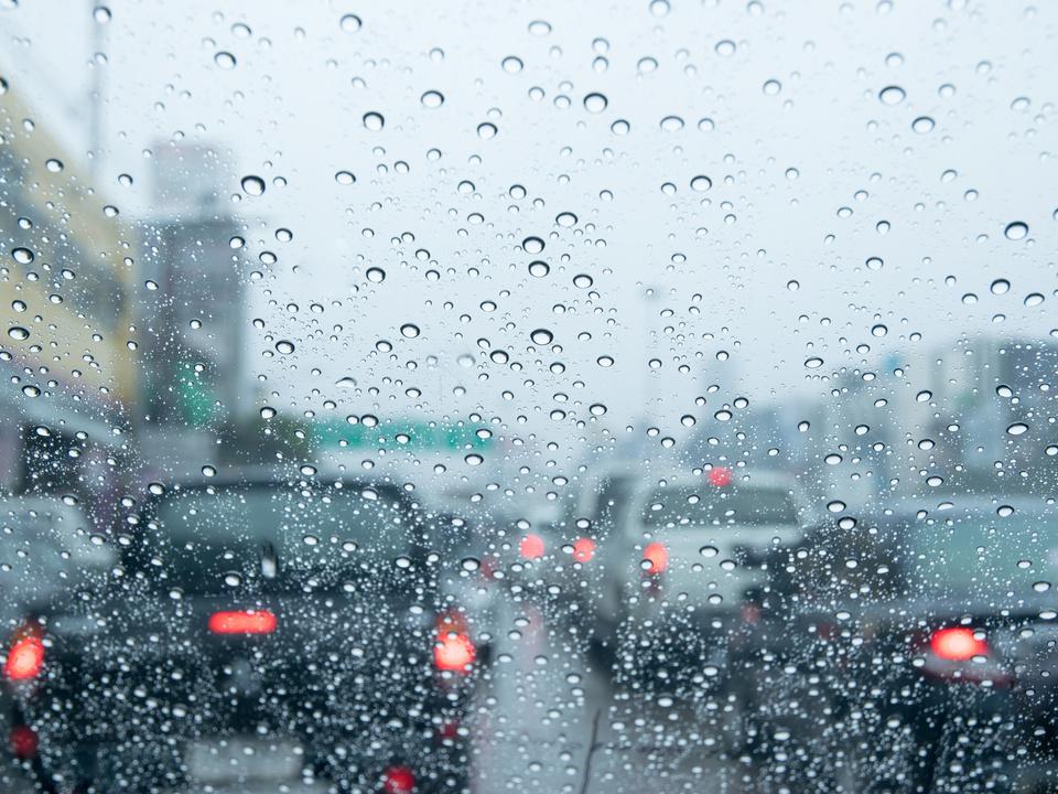 verkehr stau regen sym auto stadt