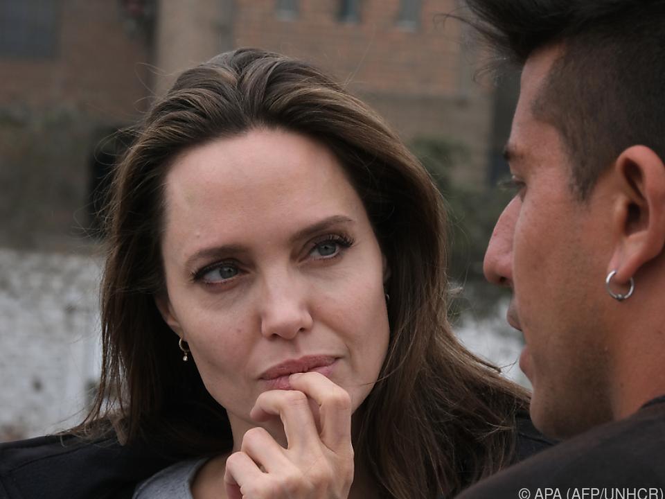 Jolie informiert sich vor Ort über die Lage
