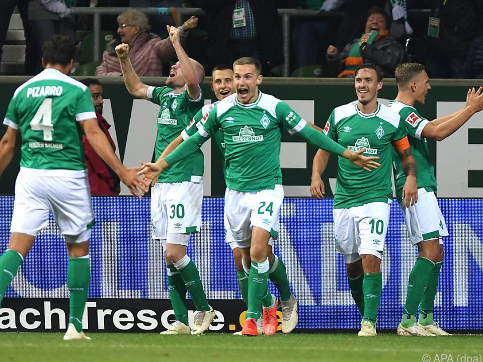 Jubel bei den Bremern über 2:0 gegen Wolfsburg