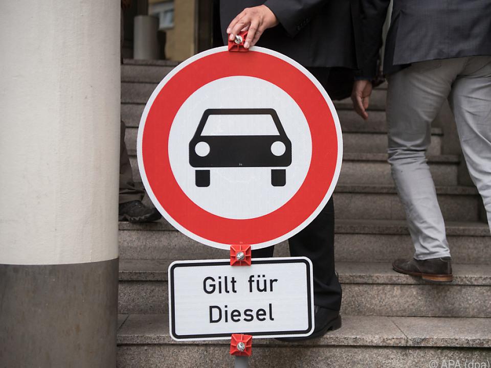 Kanzlerin sieht Autoindustrie in der Verantwortung