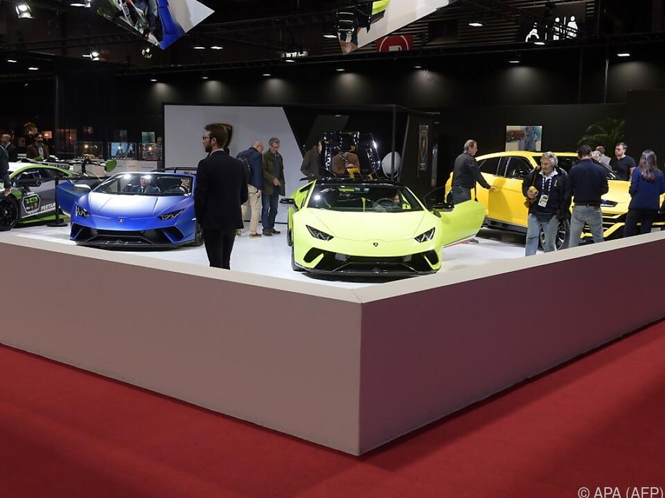 Luxusfahrzeuge bei der Paris Motor Show