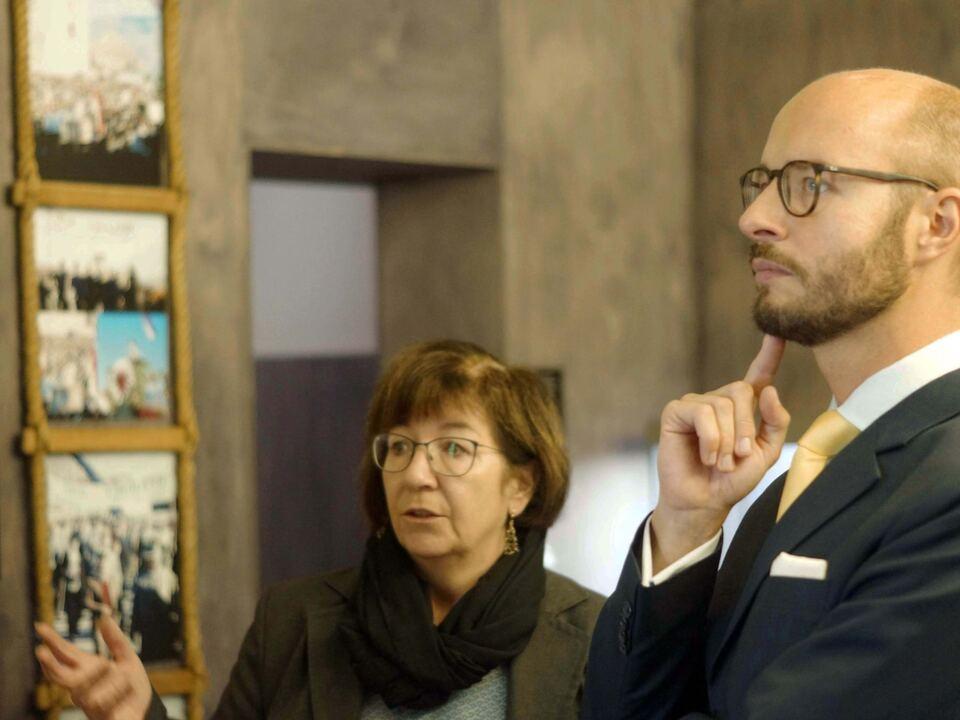 Mag. Detlef Wimmer mit Ausstellungsleiterin Michaela Perktold