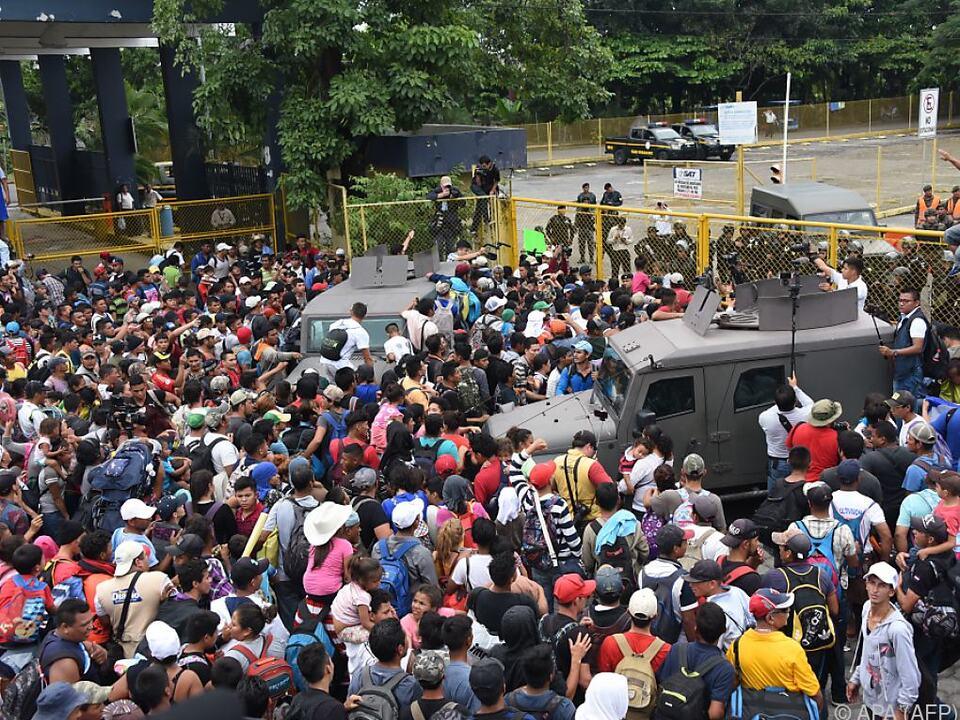 Migranten an der Grenze von Guatemala nach Mexiko
