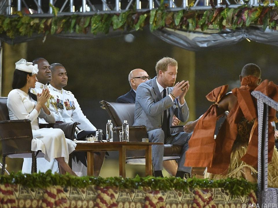 Prinz Harry trank tapfer seinen Kava