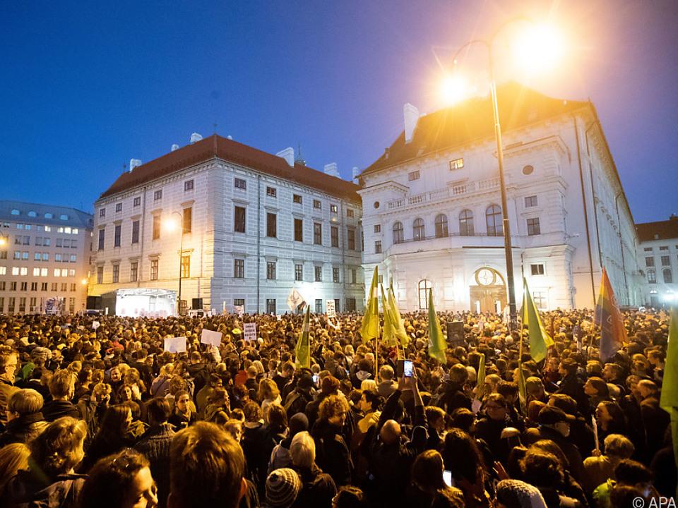 Tausende taten am Ballhausplatz ihren Unmut mit der Regierung kund