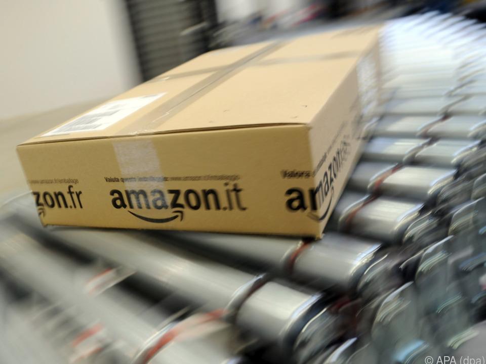 Verteilzentrum erhält Pakete aus anderen Logistikzentren