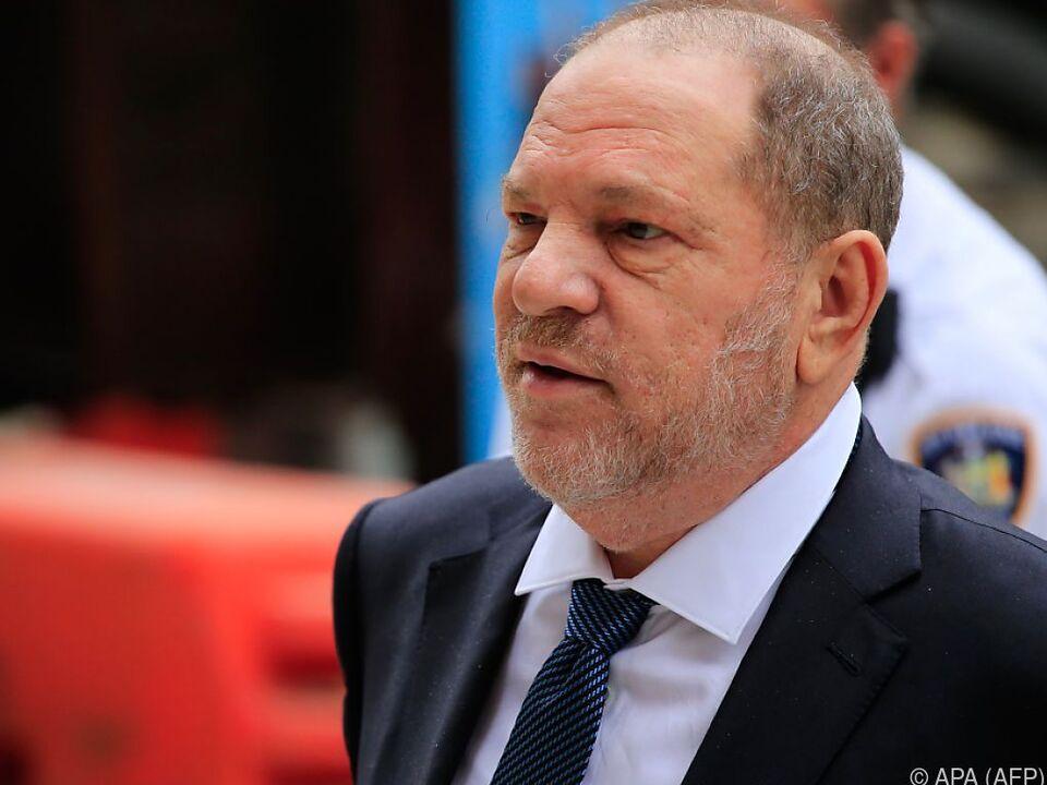 Weinstein bleibt in fünf Fällen angeklagt