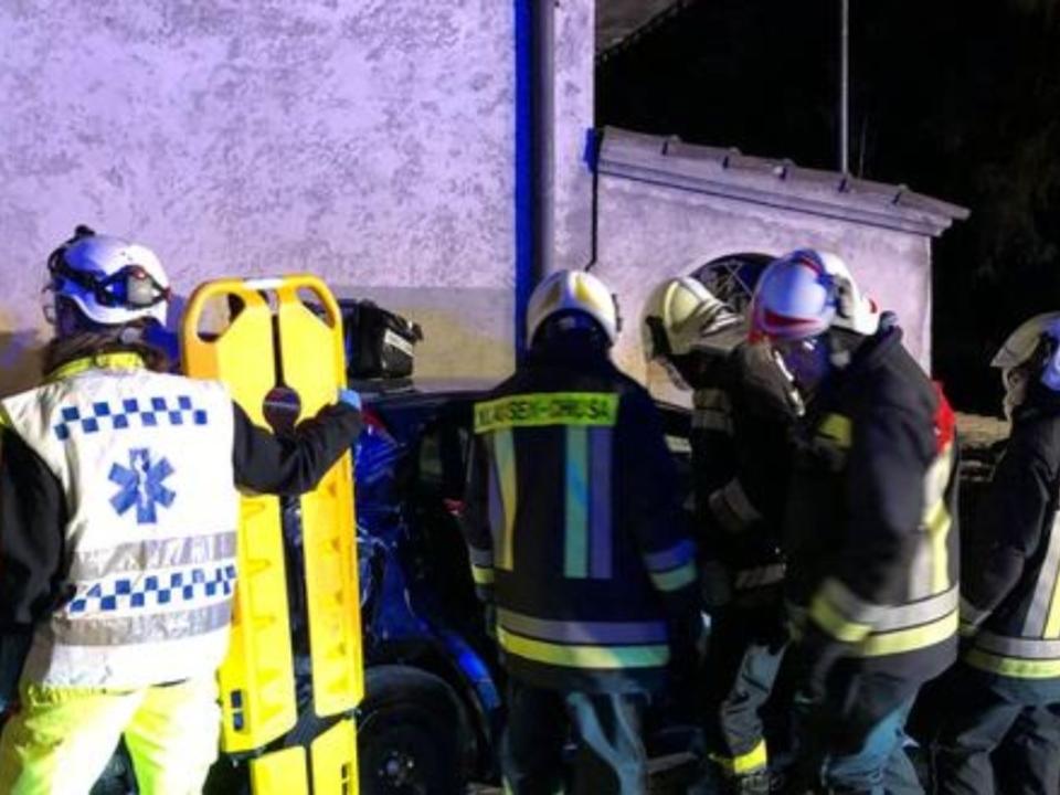 Zahlreiche-Helfer-kamen-den-Verletzten-zu-Hilfe.-Foto-FFW-Klausen_artikelBox (1)