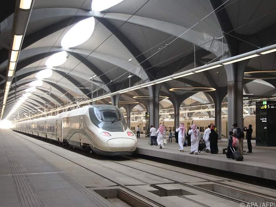 Zugstrecke zwischen heiligen Stätten hat den Betrieb aufgenommen