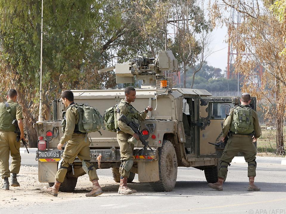7 Palästinenser und ein israelischer Offizier wurden getötet