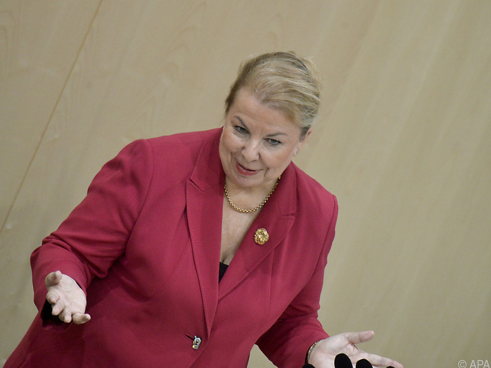 Abänderung zugunsten von Sozialministerin Hartinger-Klein