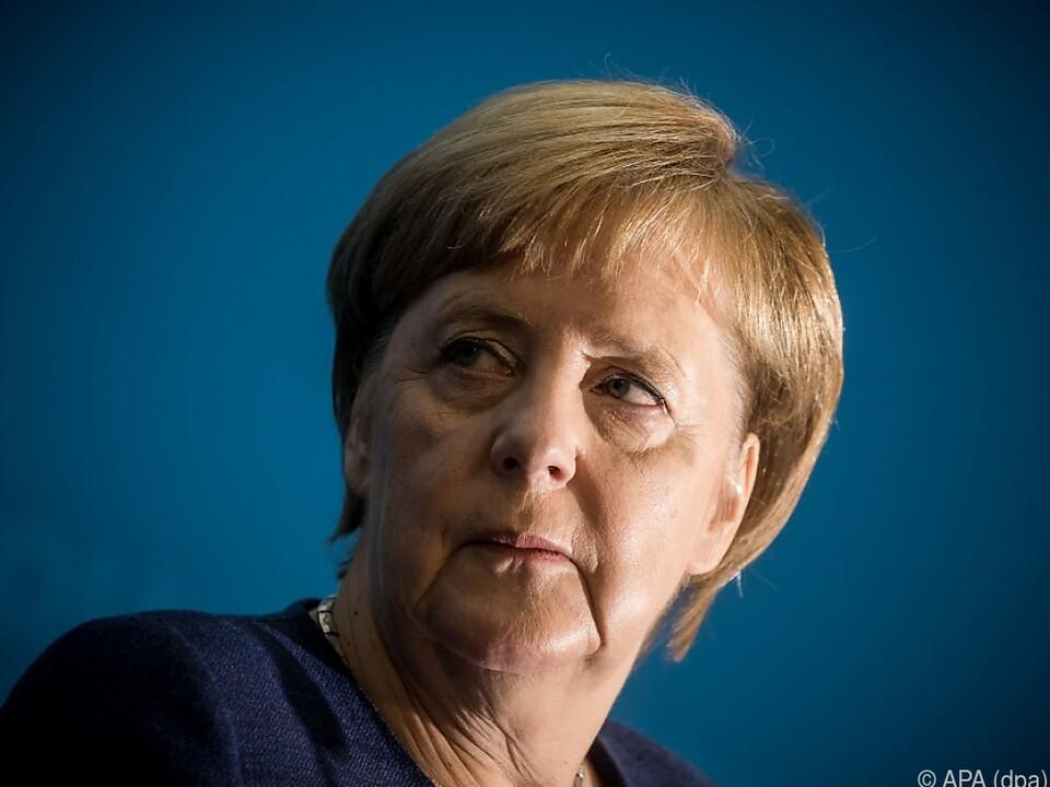 Auch Merkel greift auf Make-up zurück