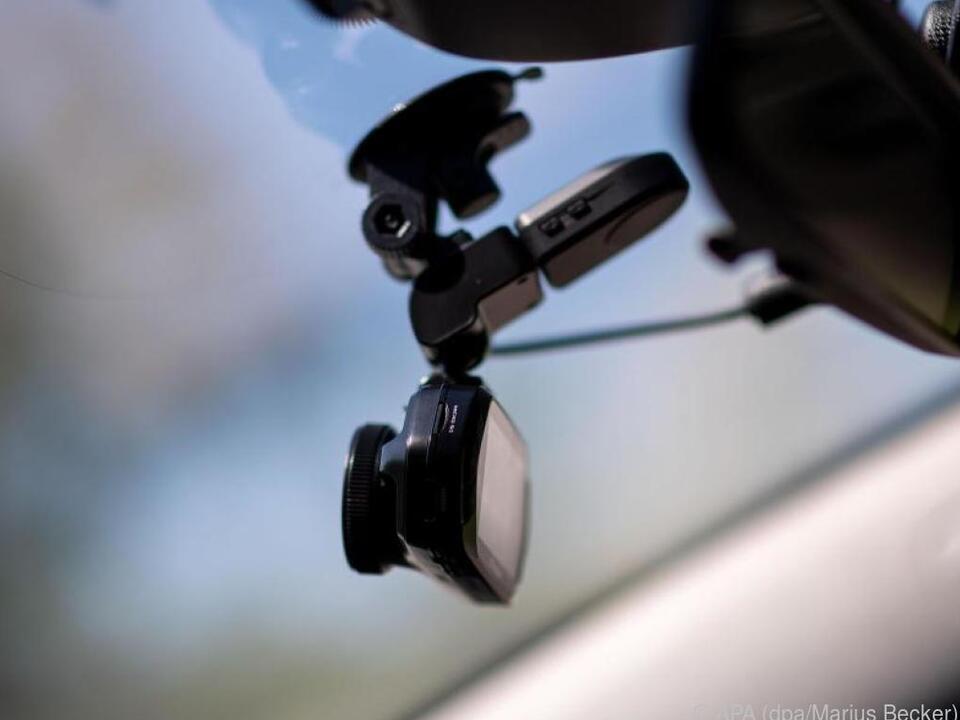 Auf das Sichtfeld und die Bildfrequenz kommt es bei Dashcams an