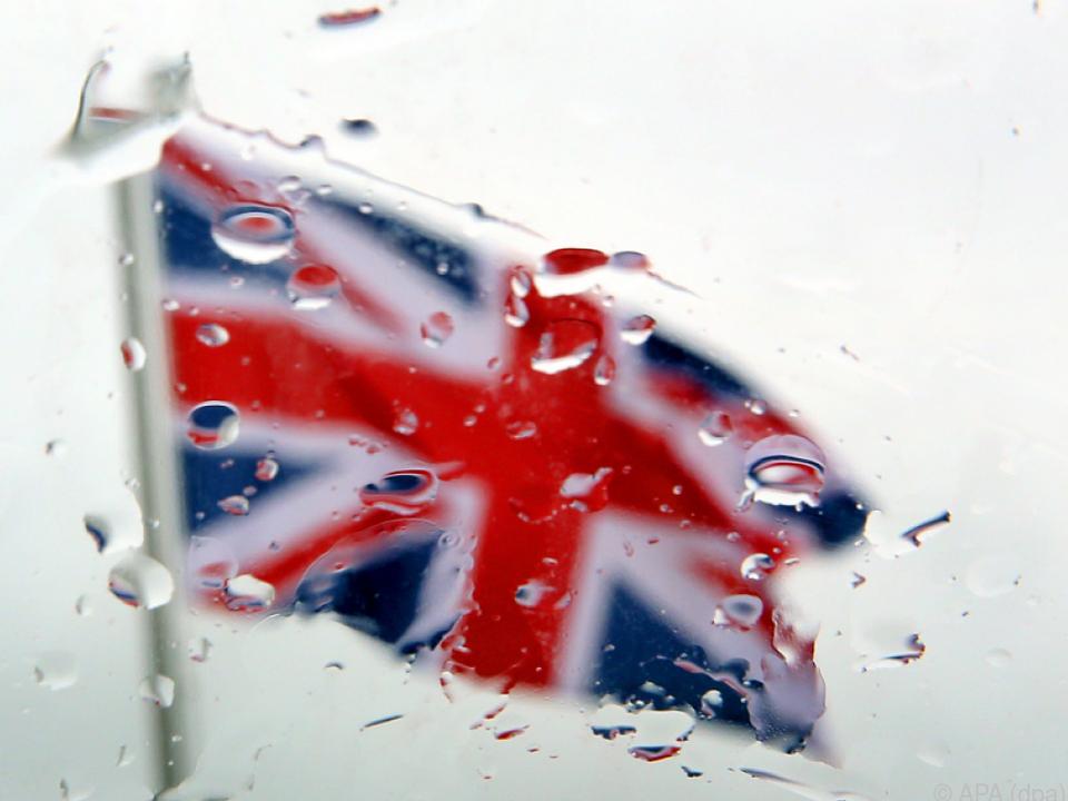 Beim Brexit sind noch nicht alle Fragen geklärt england union jack fahne flagge großbritannien queen