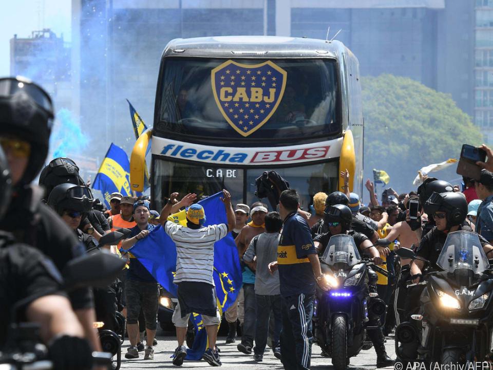 Boca-Bus wurde von River-Fans angegriffen