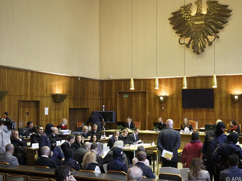 Der Prozess gegen 14 Mitglieder des \