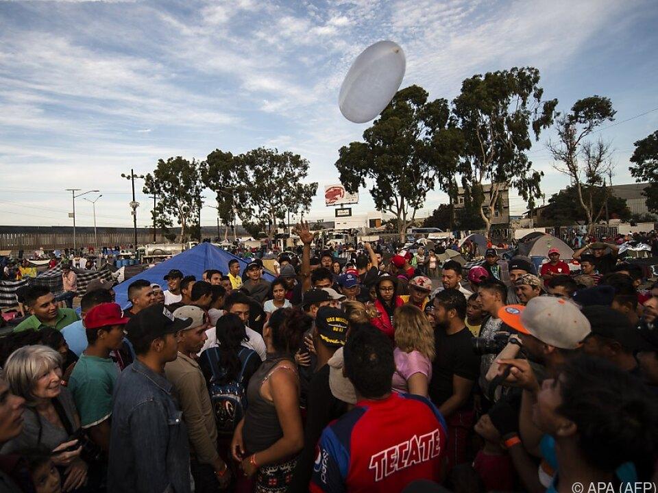 Mexikaner protestieren in Tijuana gegen Migranten aus Mittelamerika
