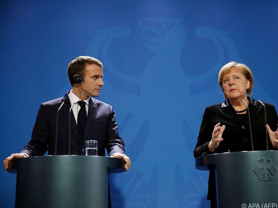 Emmanuel Macron und Angela Merkel vor der Presse in Berlin