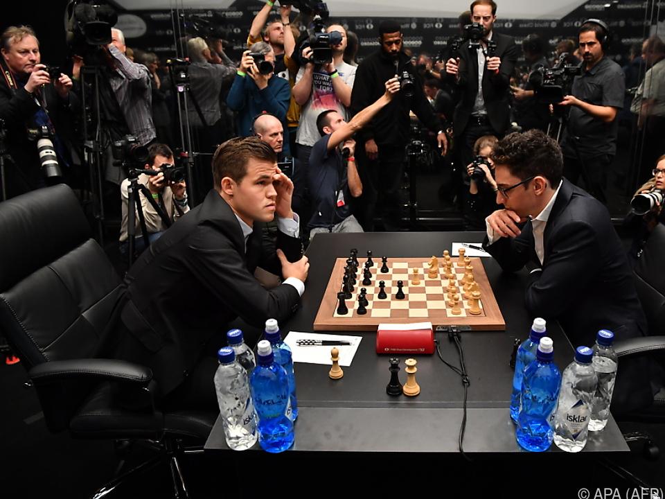 Es bleibt spannend zwischen Carlsen und Caruana