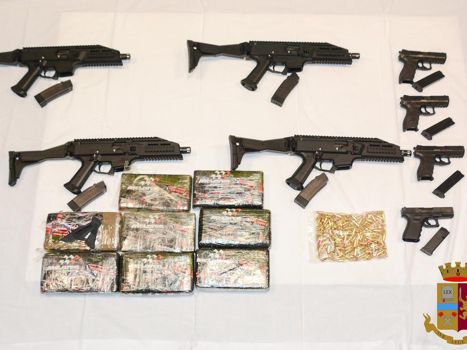 Foto per stampa Waffen Drogen Sterzing Kriegswaffen