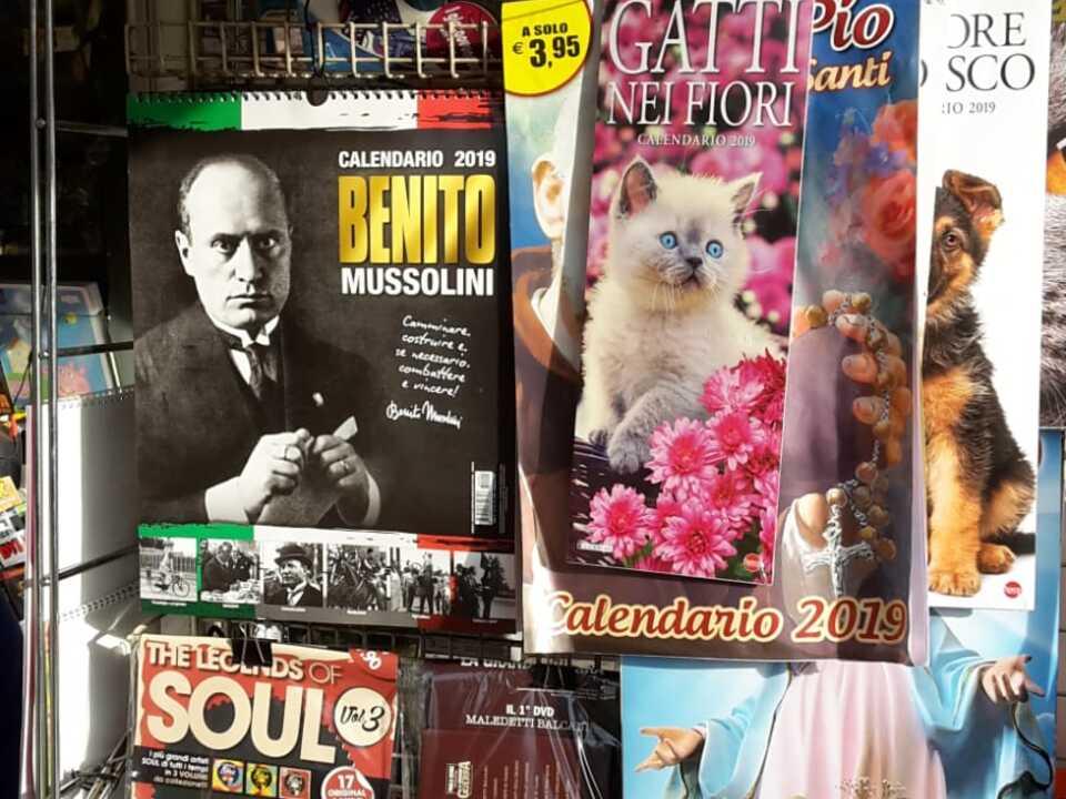 Mussolini Kalender 2019, Kiosk, Siegesplatz Bozen