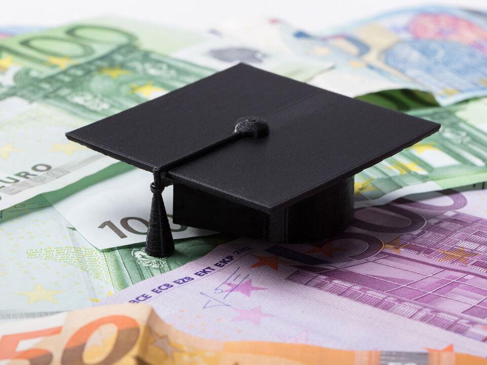 student universität Leistungsstipendien (c) shutterstock