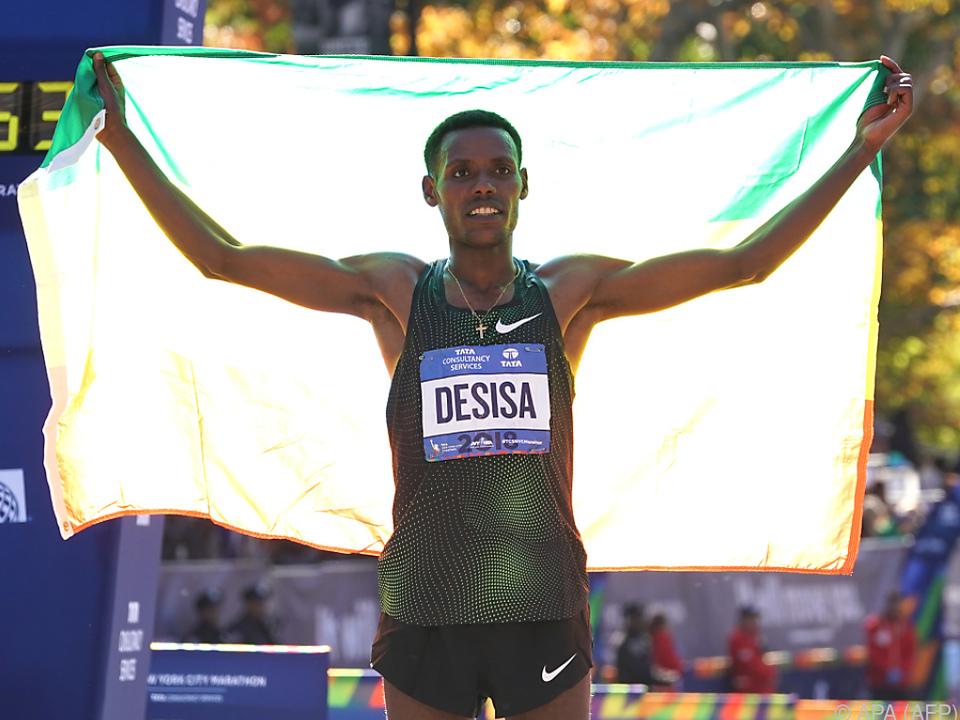 Lelisa Desisa gewann in 2,05:59 Stunden
