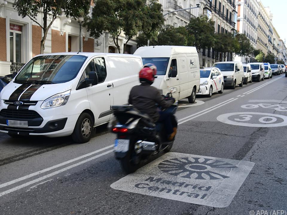 Madrid kämpft mit Radikalmaßnahmen gegen Emissionen